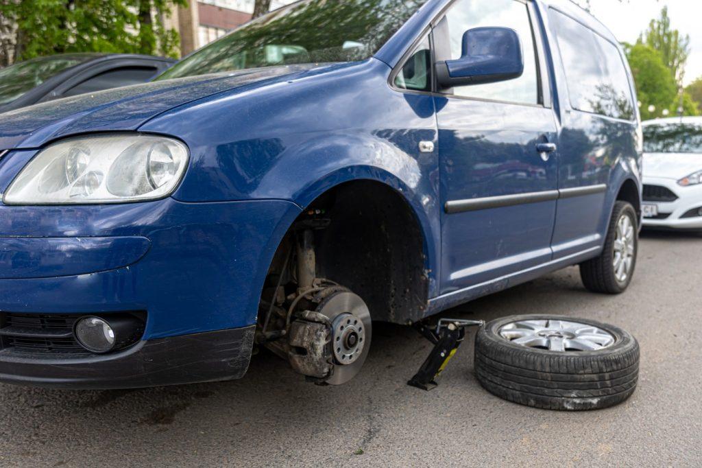 Pomoc drogowa to nie tylko holowanie pojazdu, ale także takie usługi, jak np. usługi serwisowe